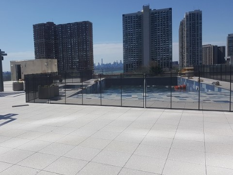 installation of fence in rooftop swimming pool